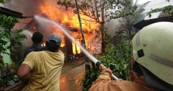 Kebakaran di Loa Janan Ilir Diawali Suara Ledakan, 7 Bangunan Langsung Ludes