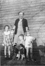 Katie Carrie with grandchildren, Dona, Sonja, and John Walker