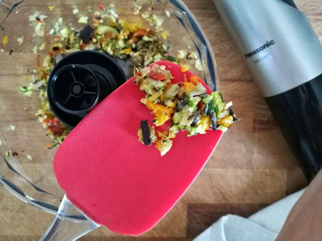 Gazpacho, crema di ricotta al basilico e polpette di cous cous: Fase 10 - Non Chiamatela Dieta