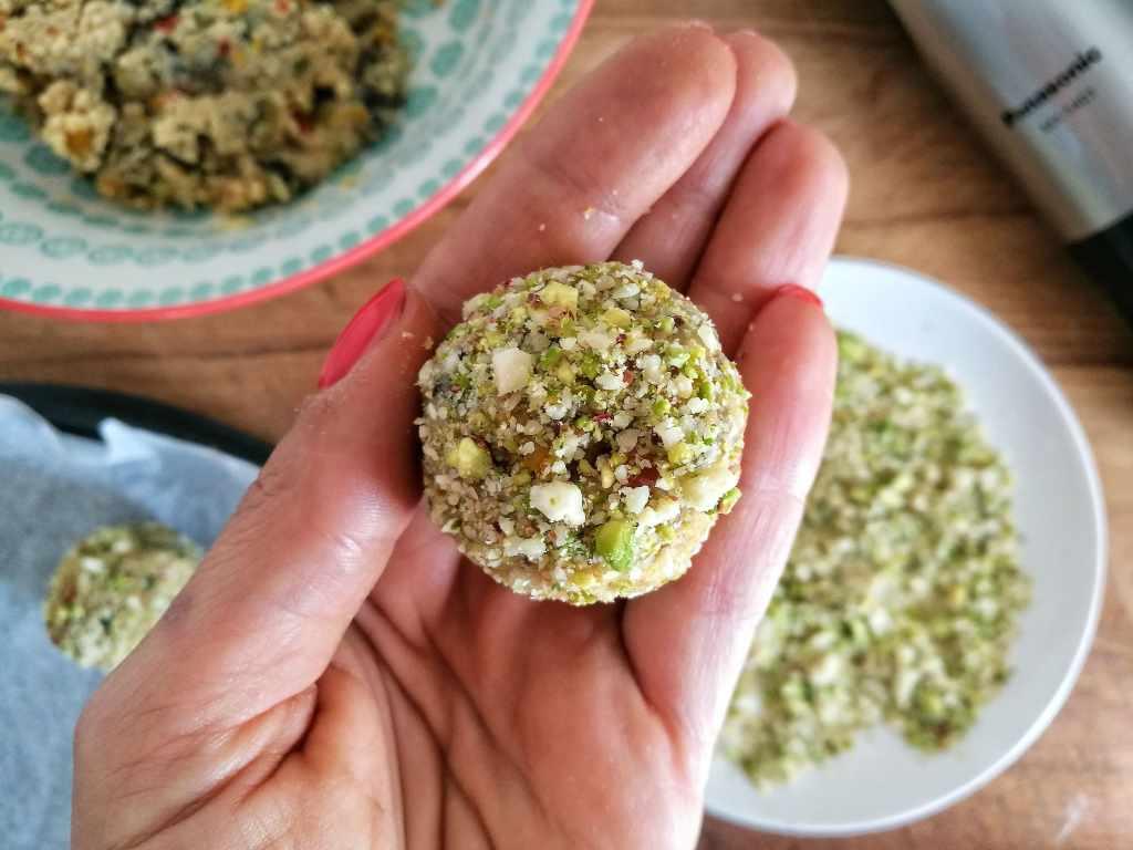 Gazpacho, crema di ricotta al basilico e polpette di cous cous: Fase 11 - Non Chiamatela Dieta