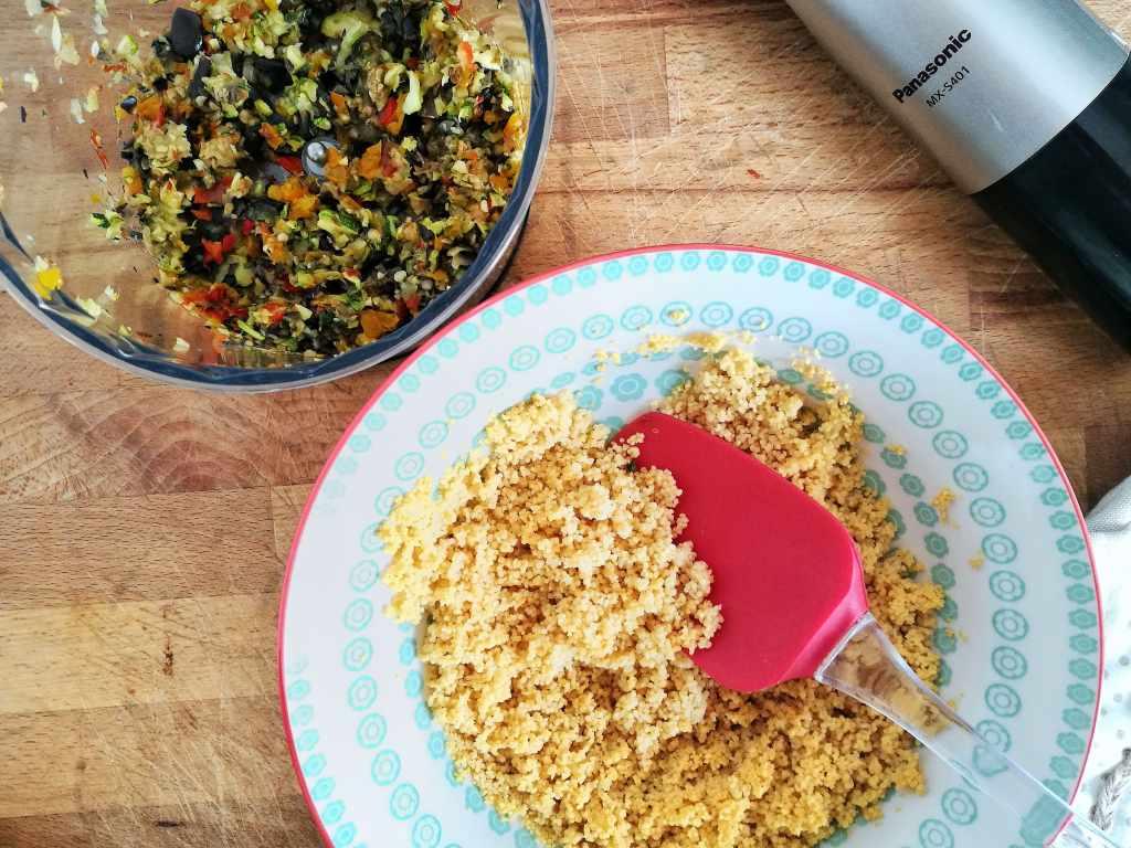 Gazpacho, crema di ricotta al basilico e polpette di cous cous: Fase 8 - Non Chiamatela Dieta