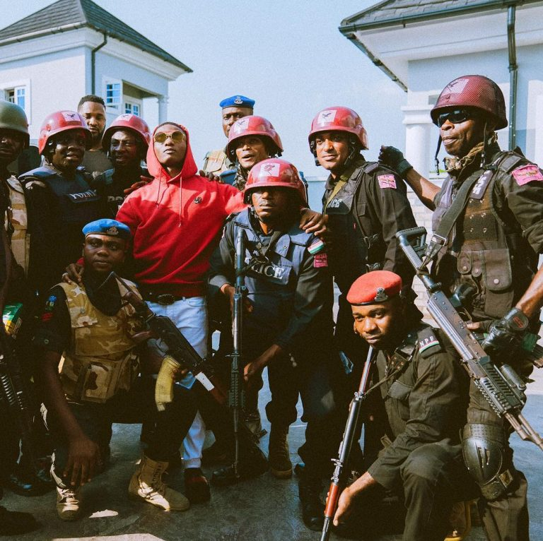Wizkid Surrounded By Armed Police Men In Port Harcourt