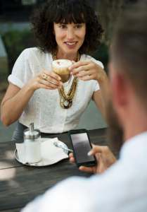 6 Things You Should Never Do On Your First Date