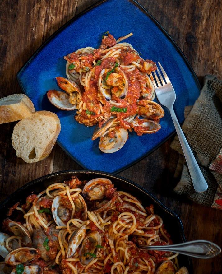 spaghetti with tomato and clam sauce recipe
