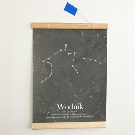 plakat_wodnik_drewniany_wieszak