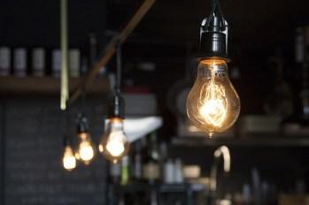 light-bulbs-406939_640pd
