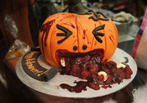 creative-pumpkin-throwing-up-halloween-cake
