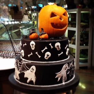 halloween_cake_with_a_jack-o-lantern