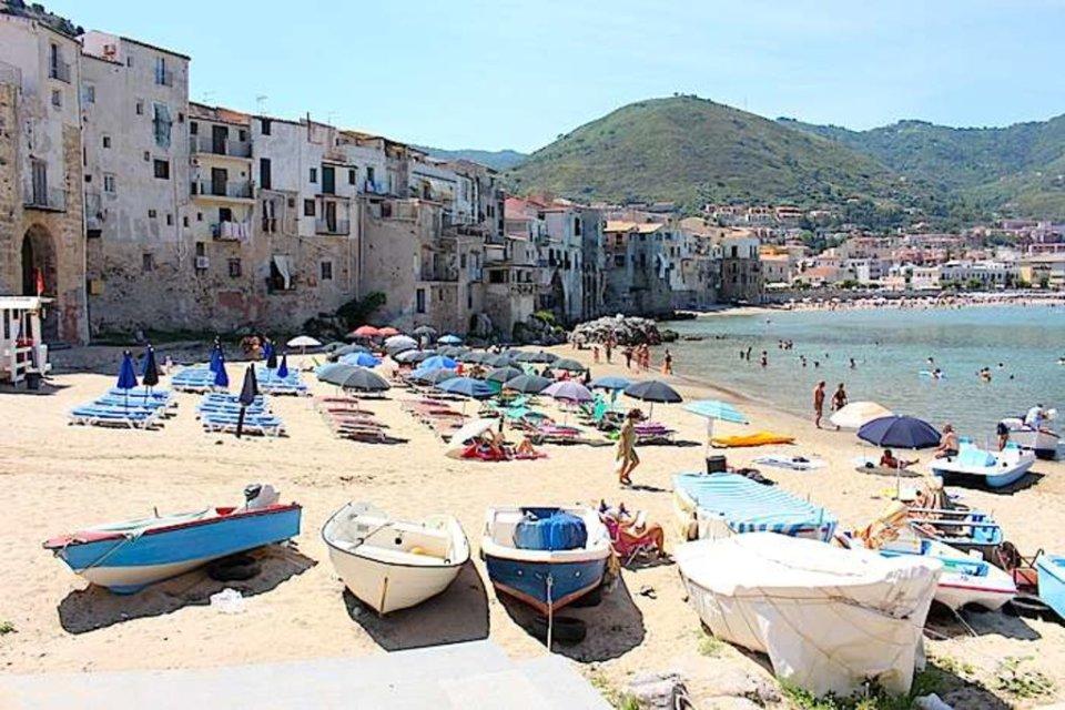 Anche Palermo fa dietro front: chiusi parchi e spiagge