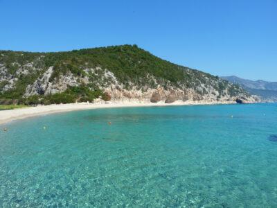 Sardegna, la spiaggia di Cala Luna per il momento resta aperta