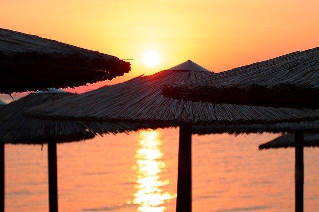 Liguria, i prezzi degli stabilimenti nelle località balneari fuori controllo