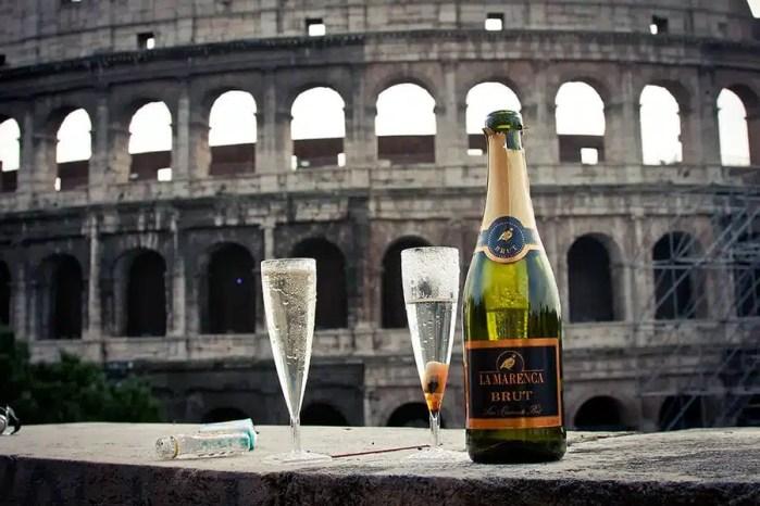 Un brindisi di fronte al Colosseo
