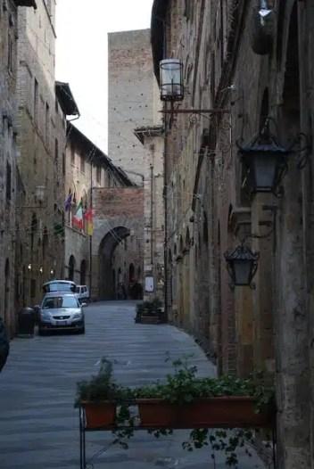 """San Gimignano, detta anche """"figlia della via"""""""