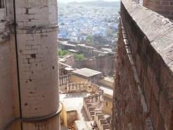 Jodhpur. La città blu è una visione! Il panorama che si gode dal Forte che domina tutta la città è incantevole. La Torre dell'orologio è un luogo in centro città dove si svolge un tipico mercato.