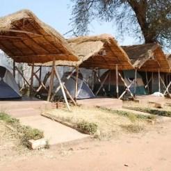 Il Crown Lodge, proprio dietro la stazione di Lilongwe (Malawi), oltre alle solite camere disponeva di tende all'aperto fornite di un letto al loro interno.