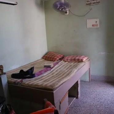 L'interno della mia camera sul tetto a Tiruvannamalai (India).