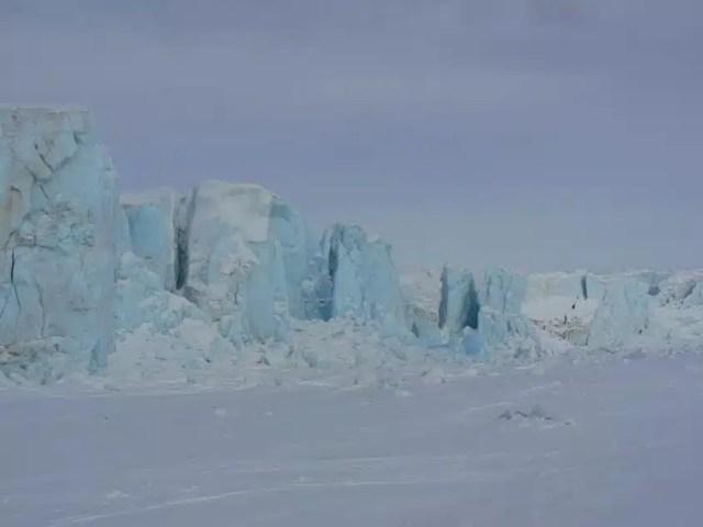 Montagne di ghiaccio al Circolo Polare Artico (foto di fuorifuori.org)