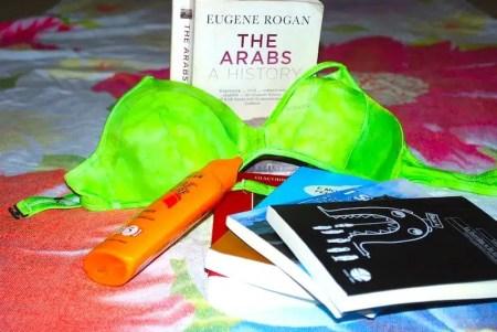 Estate al mare: libri, sole e bikini