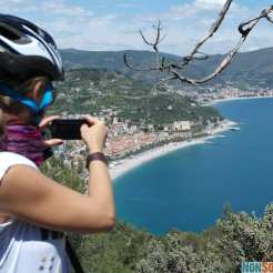 In mountain bike verso Finale Ligure