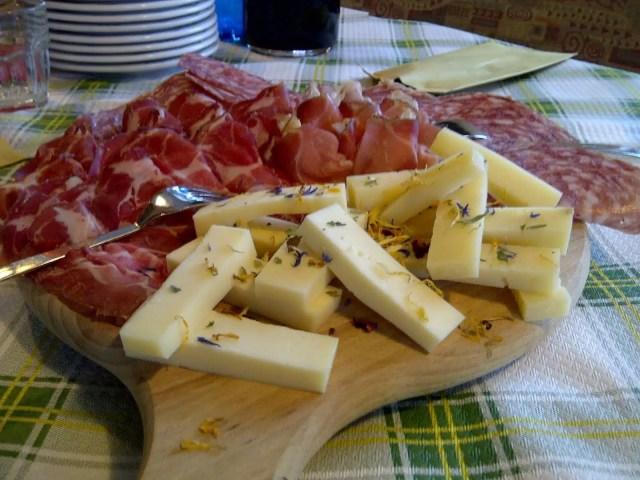 Salumi e formaggi locali, Val di Zoldo - Veneto, Italia