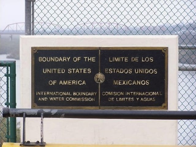 Crossing borders on the road - from the United States to Mexico