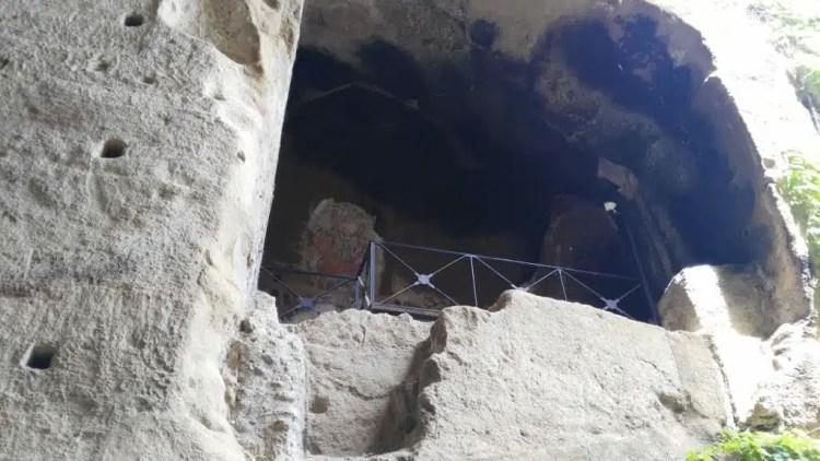 Tomba di Virgilio e Leopardi - Napoli, Italia