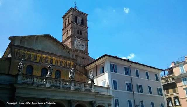 Piazza di Santa Maria in Trastevere - Roma