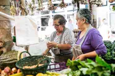 Uno-dei-mercati-di-Porto-foto-Devid-Rotasperti