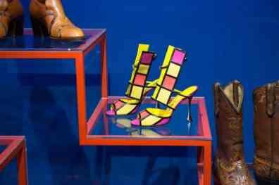 Una scarpa particolare dell'esposizione