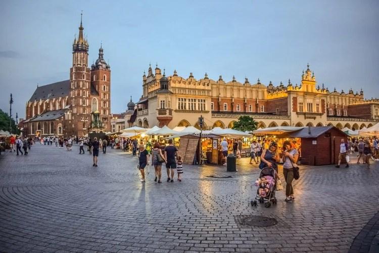 Piazza del Mercato e il Sukiennice a Cracovia