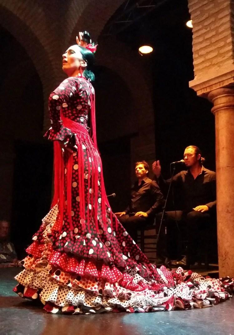 Spettacolo nel patio del Museo del baile del flamenco