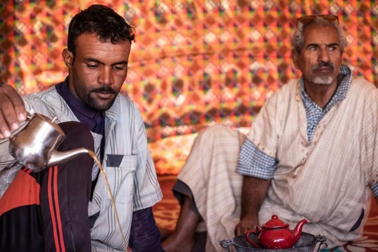 gente che beve te in mauritania