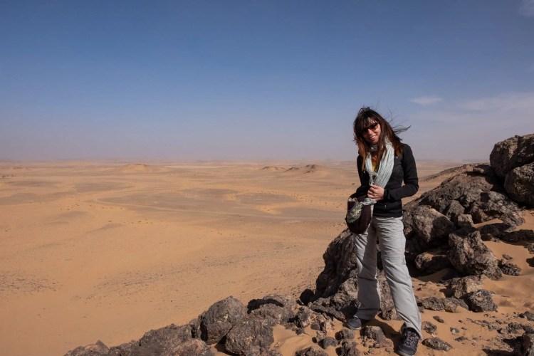 Elena al cratere di Guelb El Richat in Mauritania