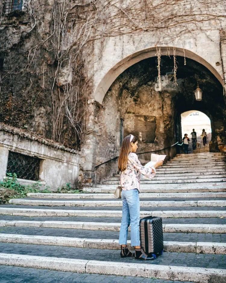valigia carpisa ragazza in viaggio