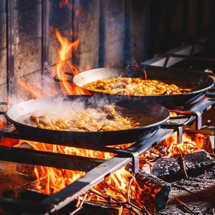 Paella sul fuoco