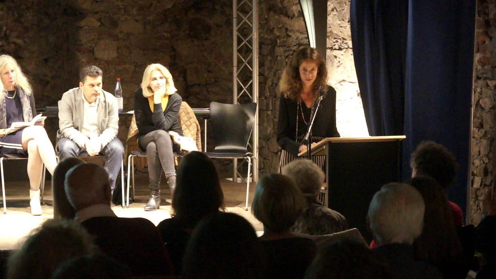 "Ludovica Medaglia liest aus der Erzählung ""Sole, rivolgo a te il mio saluto"""