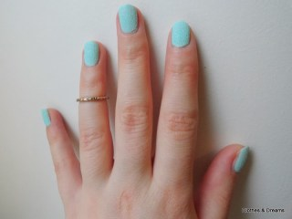 Clothes & Dreams: Textured effect: hand nail polish effect Barry M above the knuckle ring