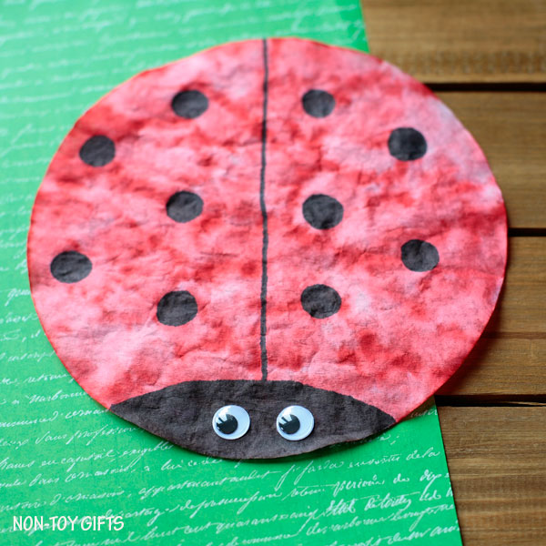 Coffee filter ladybug. Simple spring craft for toddlers, preschoolers and older kids. Insect study activity.   at Non-Toy Gifts