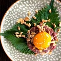 Yukhoe, Koreaanse steak tartaar met sesam en peer