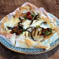 Goddelijke auberginetaart met halloumi en citroen