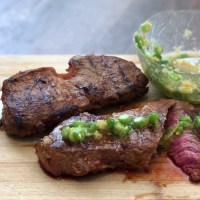 Koreaanse biefstuk met Momofuku's gember-bosui-saus