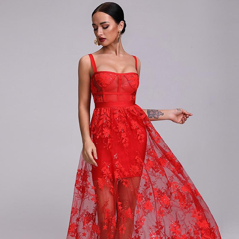 Model trägt Kleid rot bodenlang