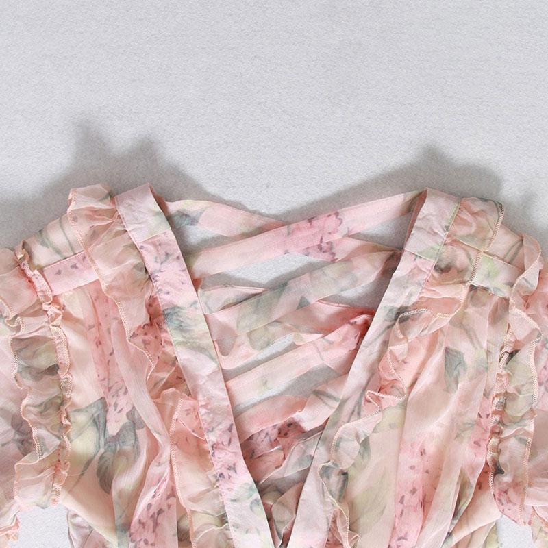 Produktbild Kleid mit Rüschen- Detail Ausschnitt