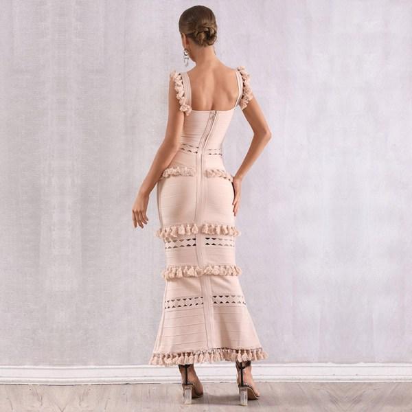 Modelbild Beiges Kleid Quasten von hinten