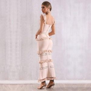 Modelbild Beiges Kleid Quasten seitlich