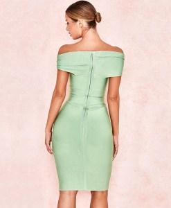 Modelfoto Produktbild Off-Shoulder Kleid mint von hinten