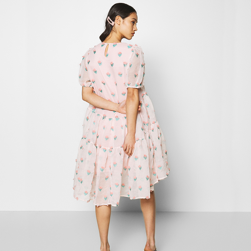 Modelbild Babydoll Kleid Rückenansicht