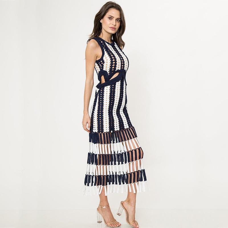 Modelbild Strickkleid blau weiss