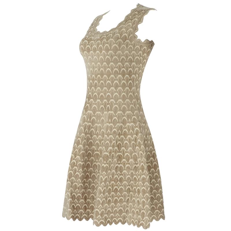 Produktfoto Kleid Wellensaum beige seitlich