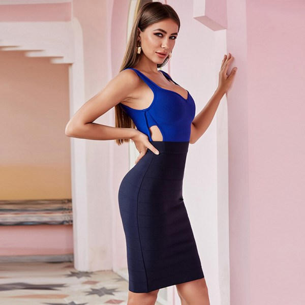 Bild Model trägt Kleid blau Colorblock- Ansicht seitlich